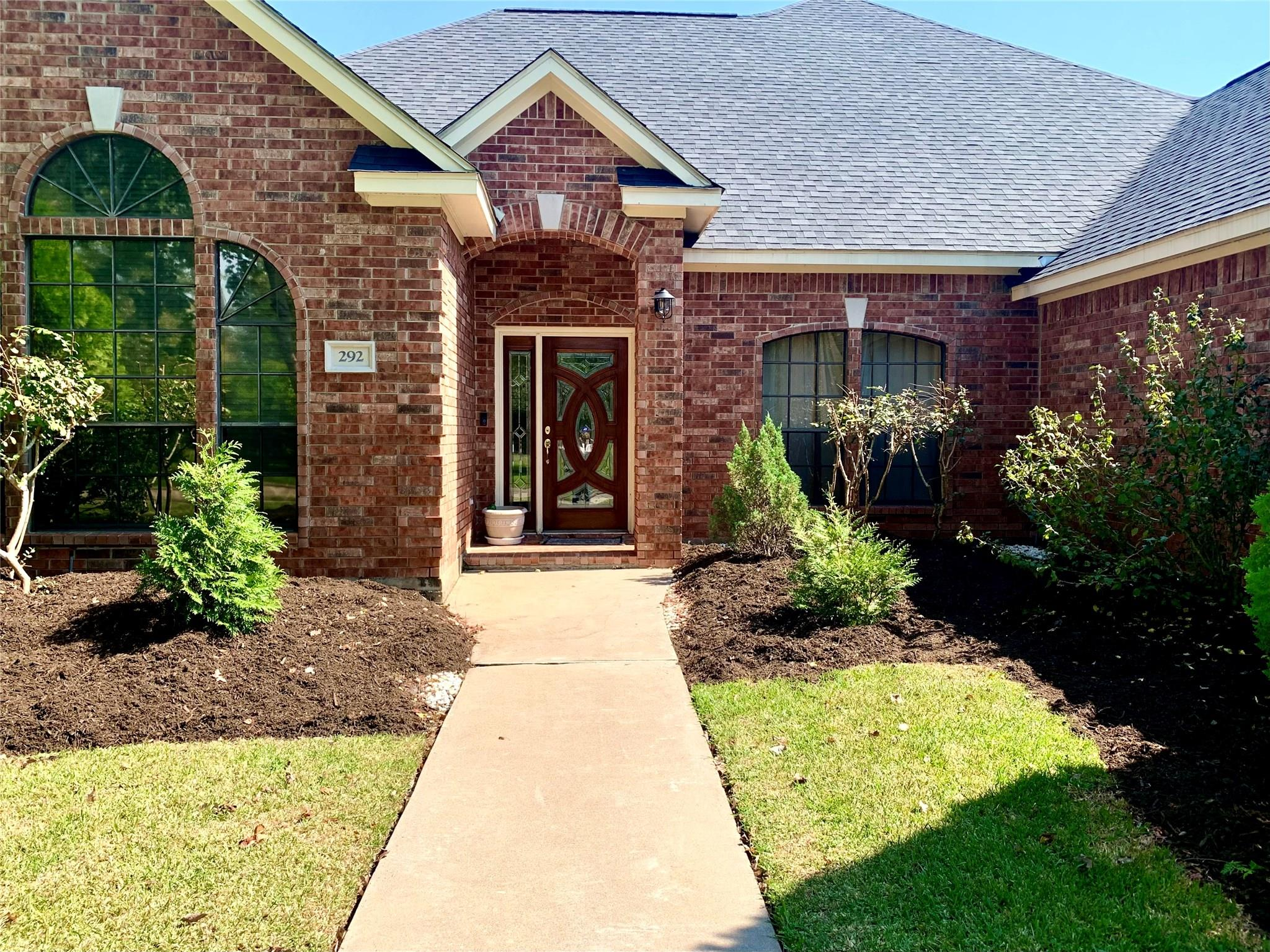 292 Timbercreek Drive Property Photo - Lake Jackson, TX real estate listing