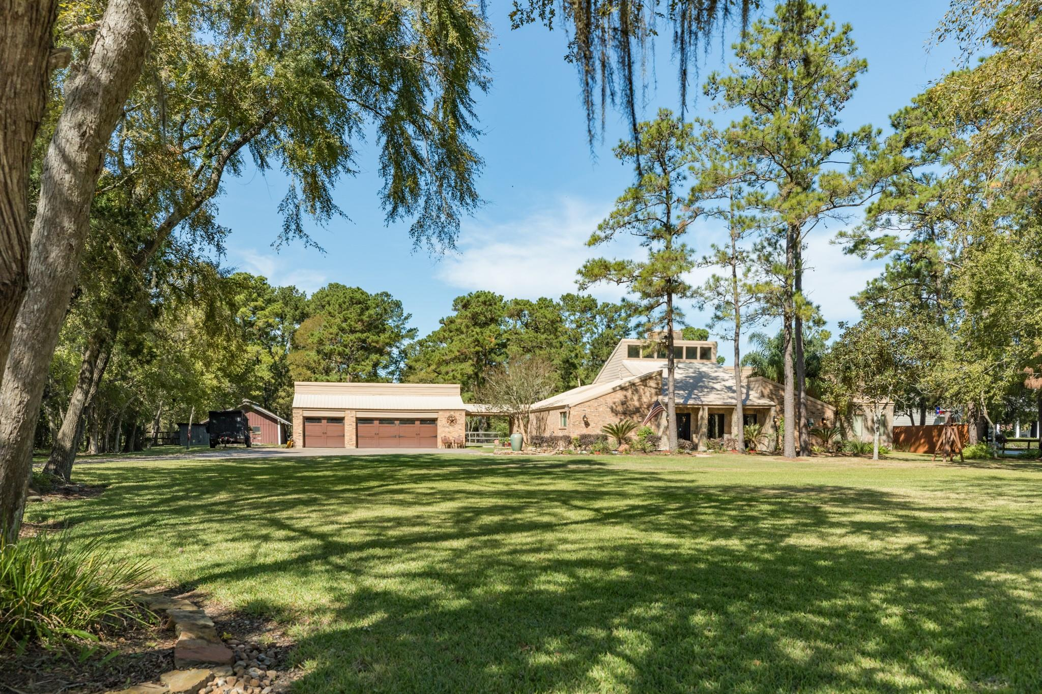 204 Whispering Pines Avenue Property Photo - Friendswood, TX real estate listing