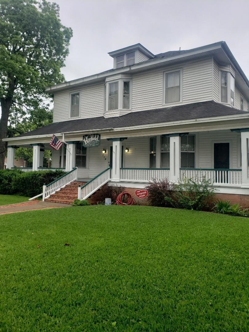 712 E Houston Avenue Property Photo 1