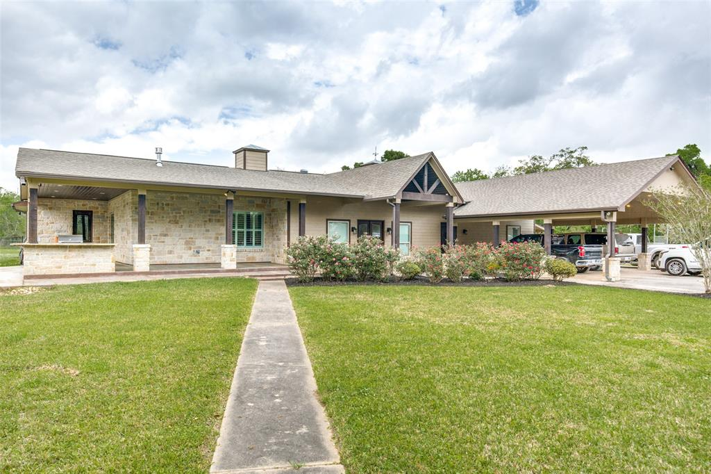100 Collins Lake Road Property Photo - Angleton, TX real estate listing
