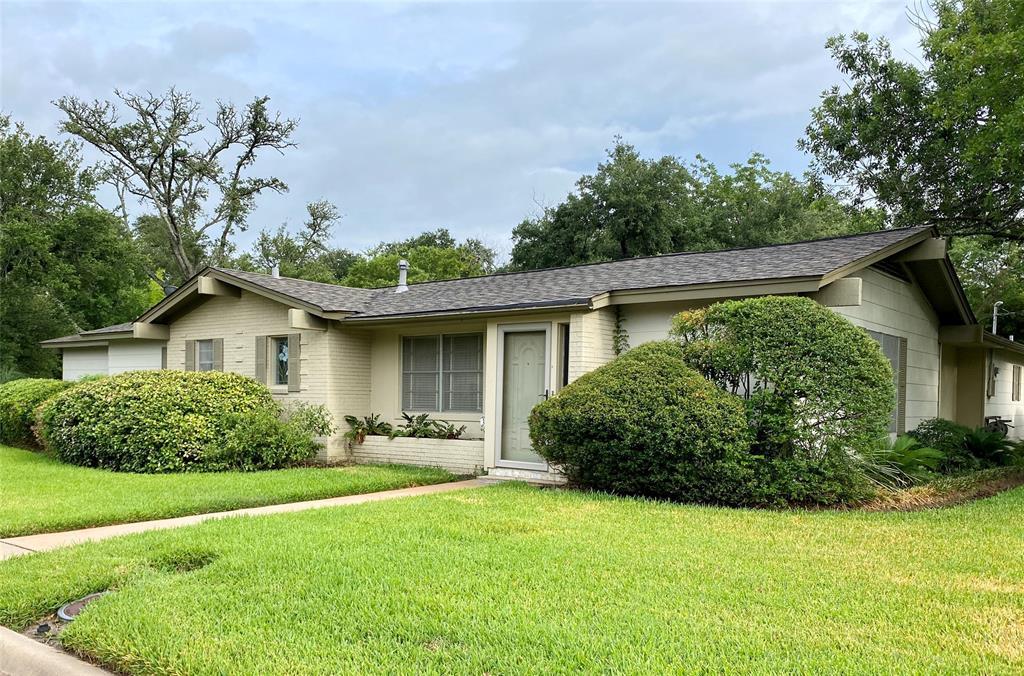 310 E Brenham Street Property Photo - Giddings, TX real estate listing