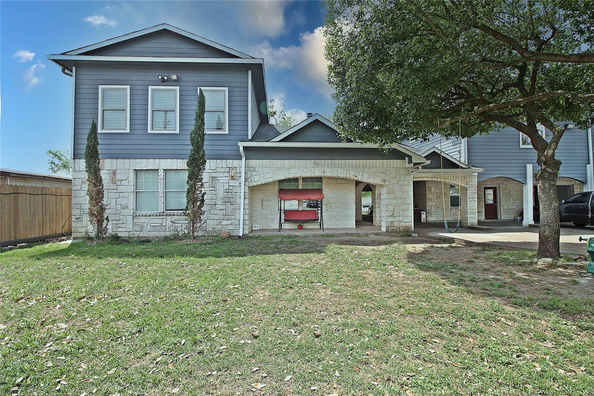 A Hodge Real Estate Listings Main Image