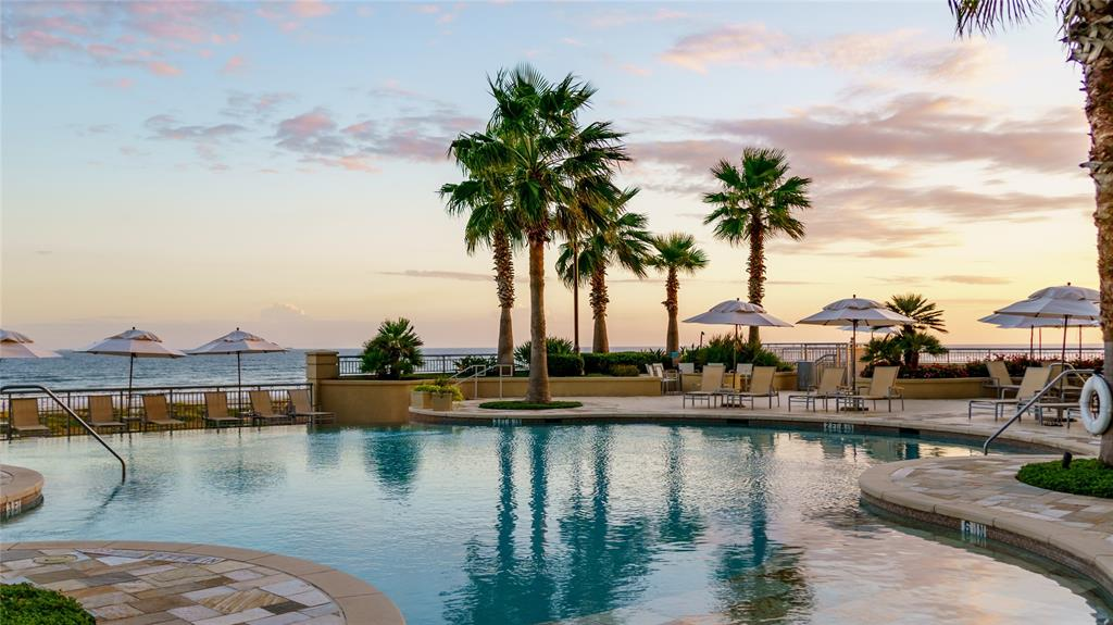 801 Beach Drive Property Photo - Galveston, TX real estate listing