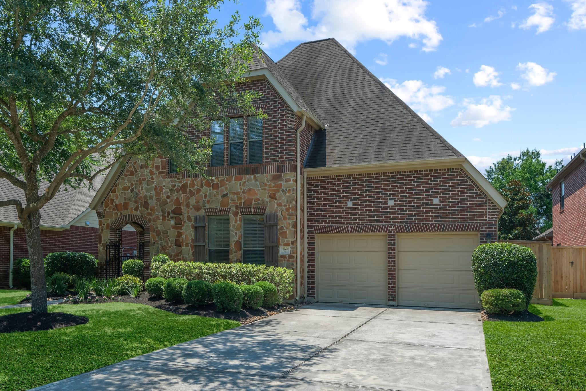 2607 Hendricks Lakes Drive Property Photo