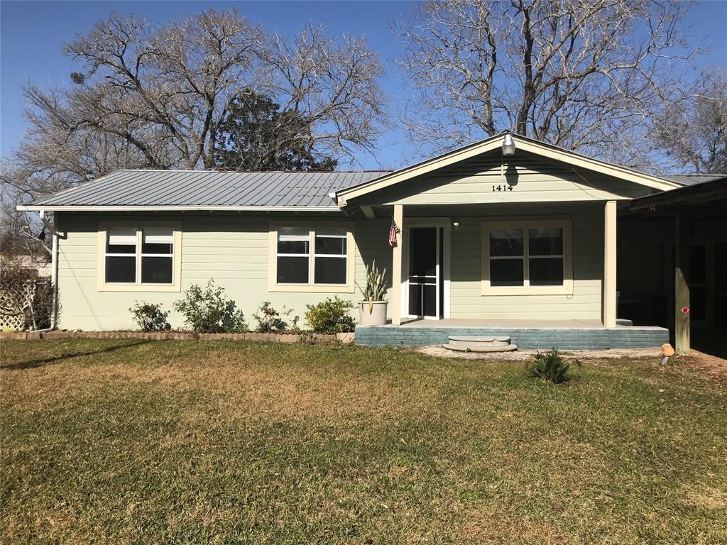 1414 Woodward Property Photo - Damon, TX real estate listing
