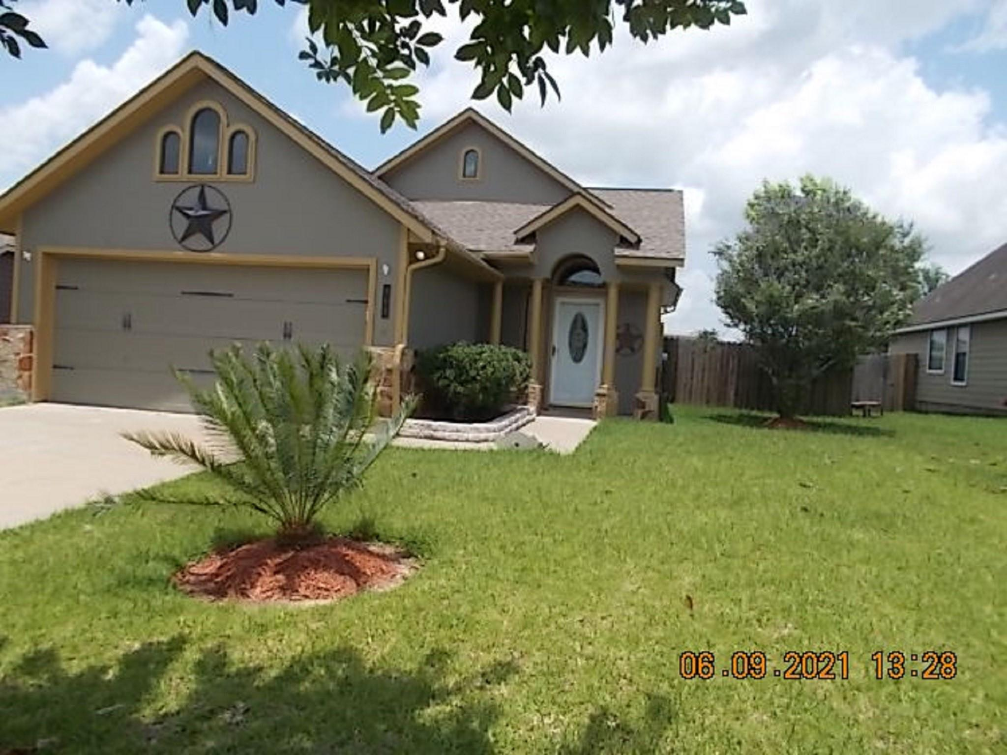 902 Nw Cobble Gate Drive Property Photo 1