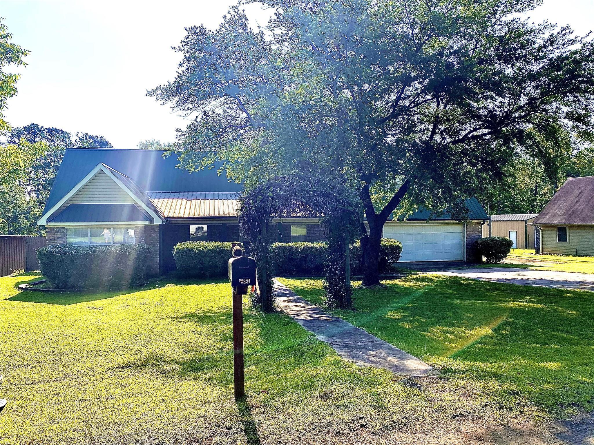 423 County Road 439 E Property Photo