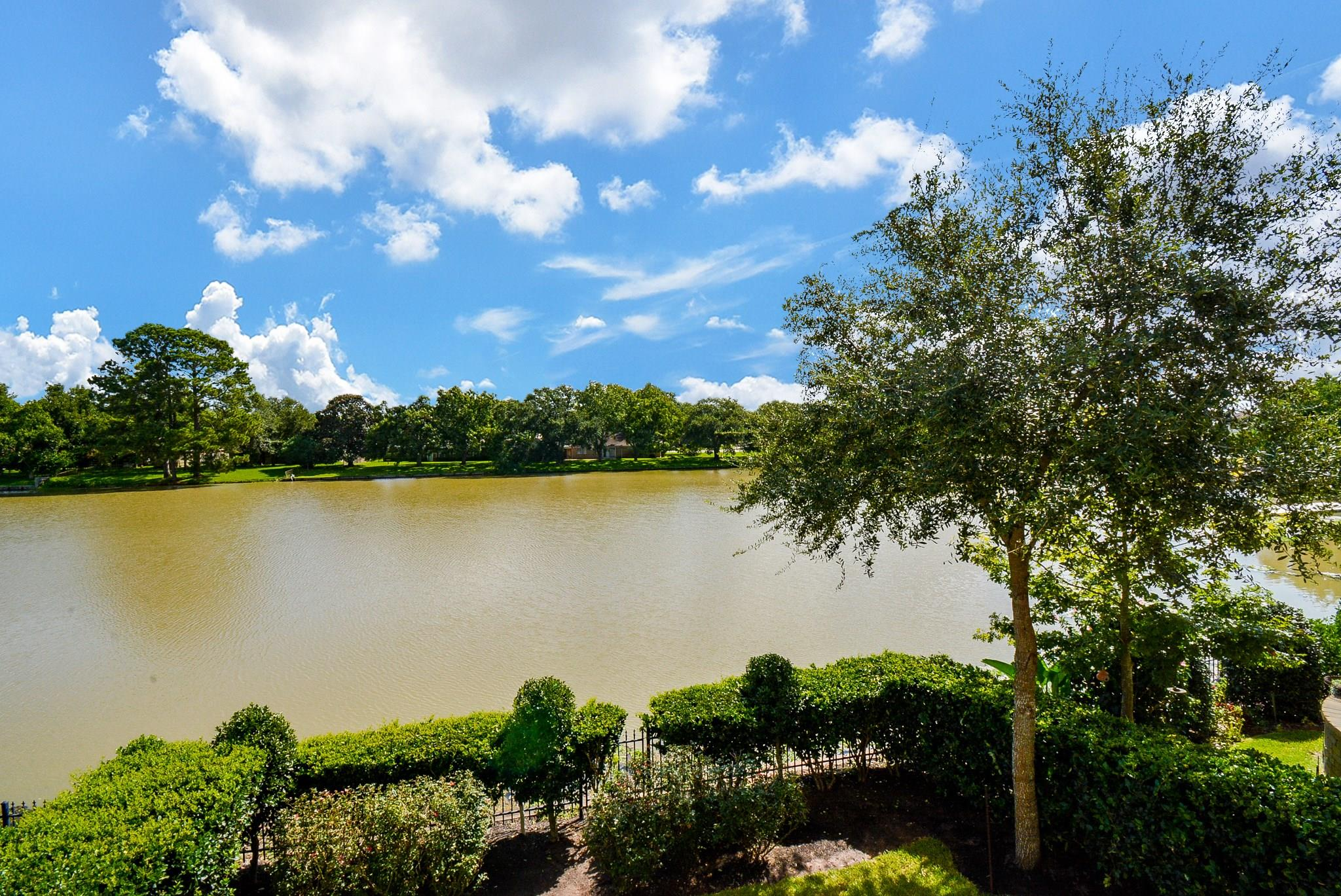 718 Old Oyster Trail Property Photo - Sugar Land, TX real estate listing