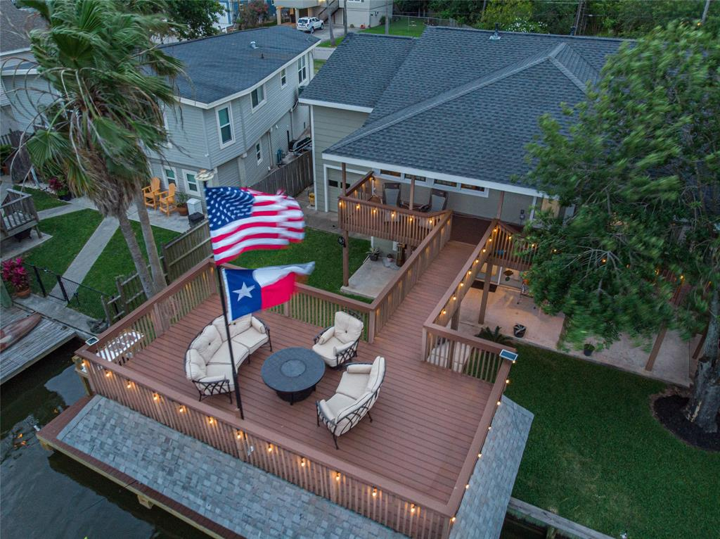104 Tarpon Street Street Property Photo - Bayou Vista, TX real estate listing