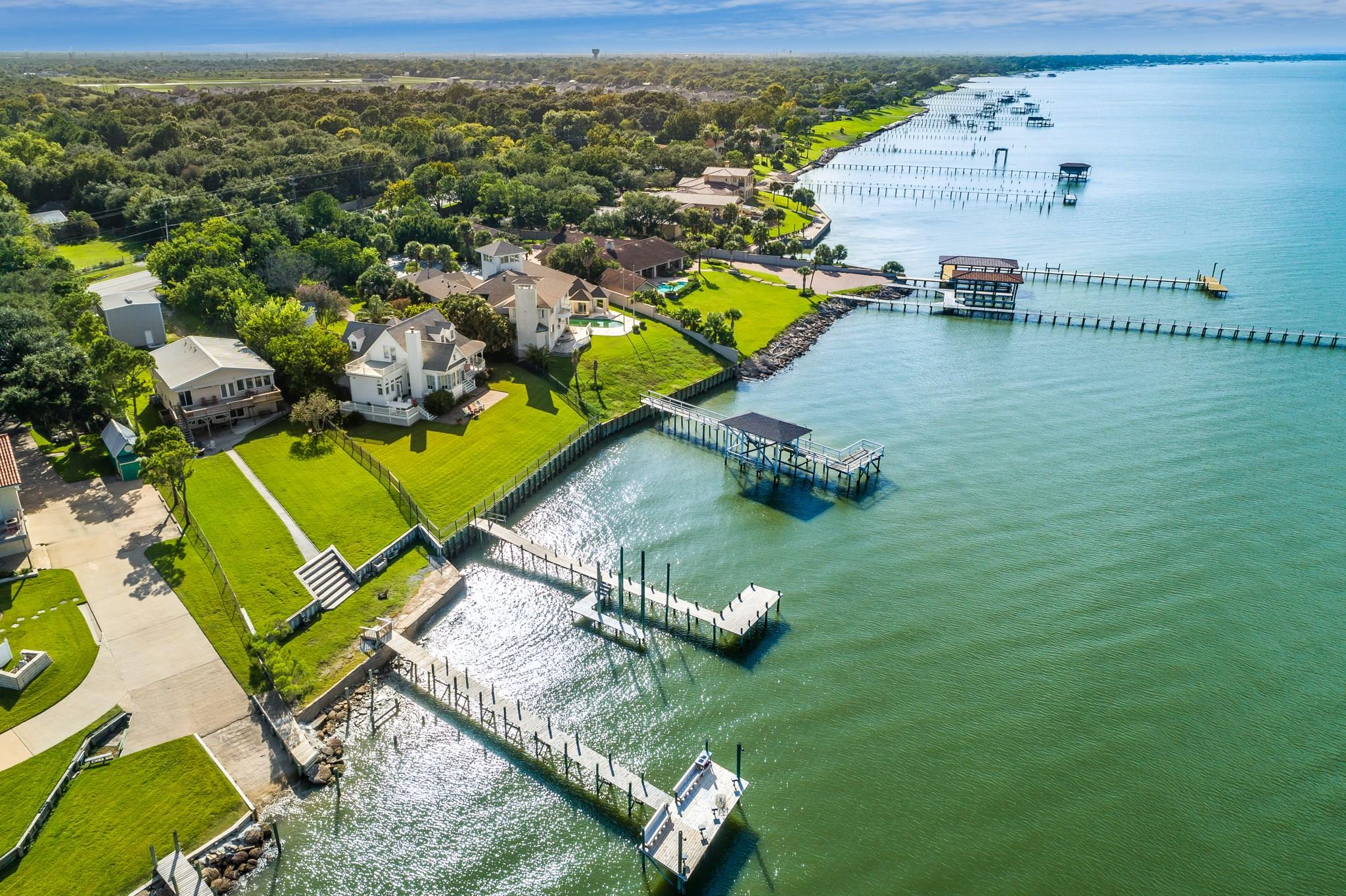 5415 W Bayshore Drive Property Photo - Bacliff, TX real estate listing