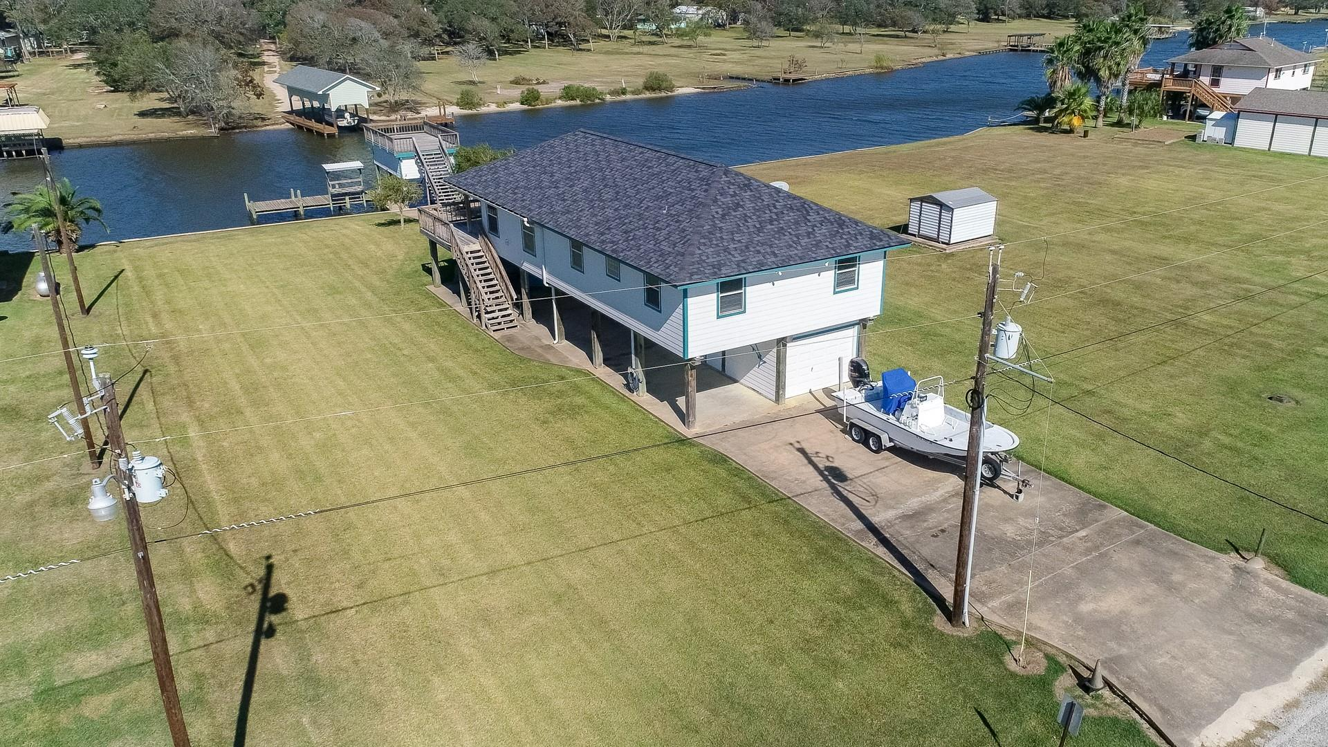 47 County Road 291 Property Photo - Sargent, TX real estate listing
