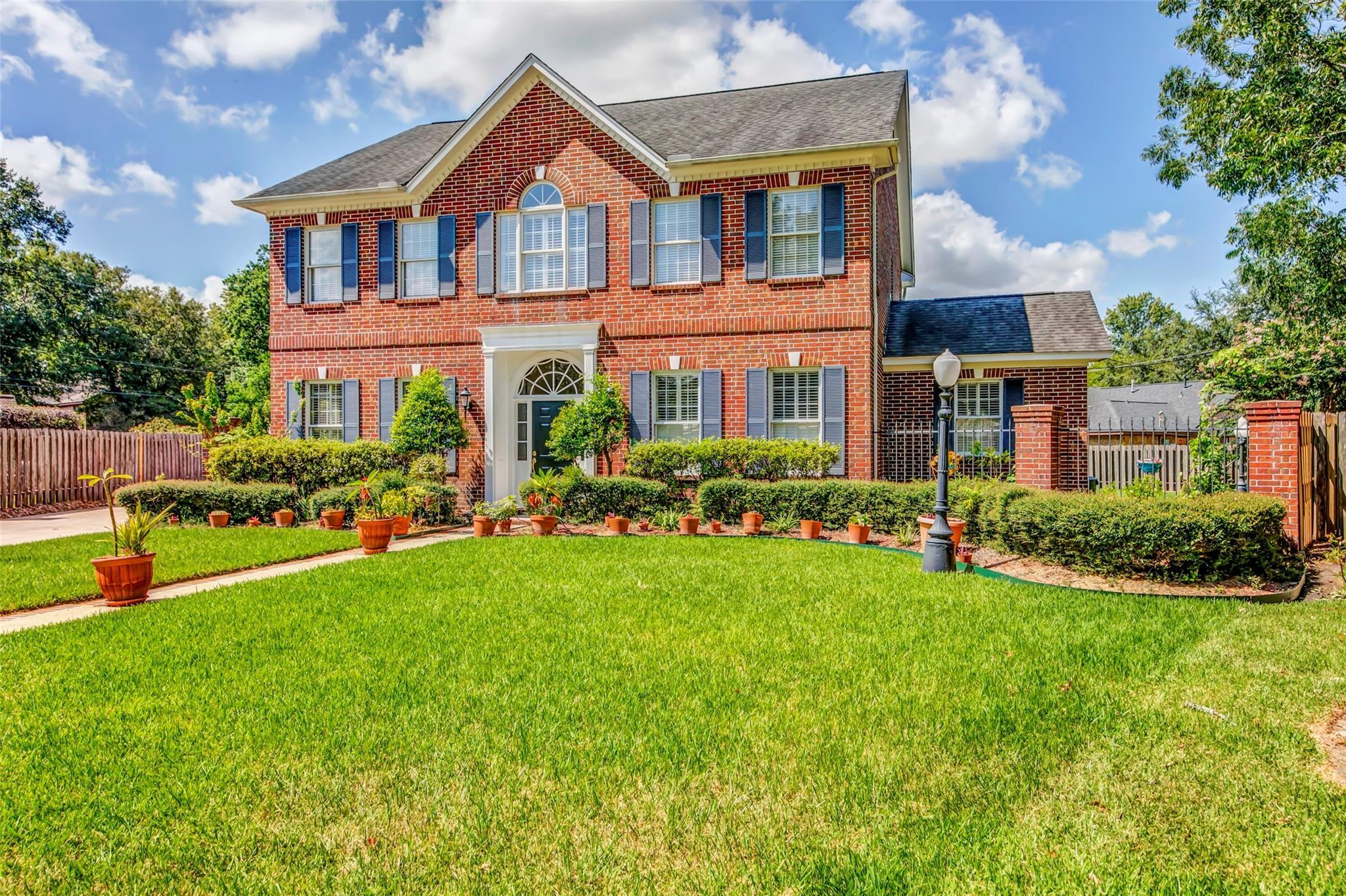 301 Oak Haven Street Property Photo - Baytown, TX real estate listing