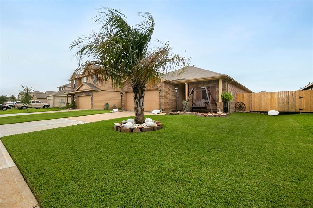 117 Mustang Stampede Drive Property Photo - La Marque, TX real estate listing