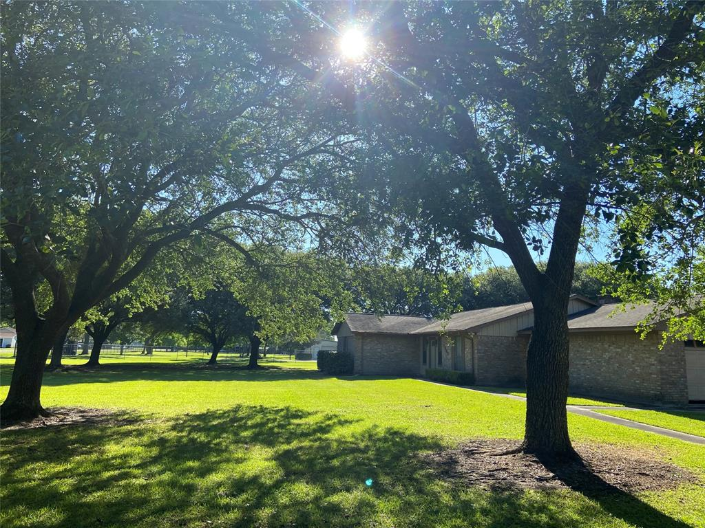 1005 Redberry Hill Street Property Photo - Baytown, TX real estate listing