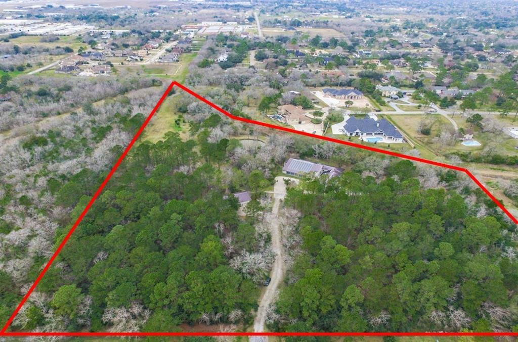 400 Fence Post Road Property Photo - Friendswood, TX real estate listing