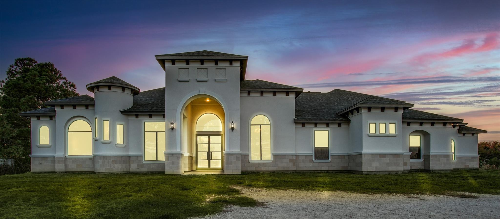 9827 N Main Street Property Photo - Baytown, TX real estate listing