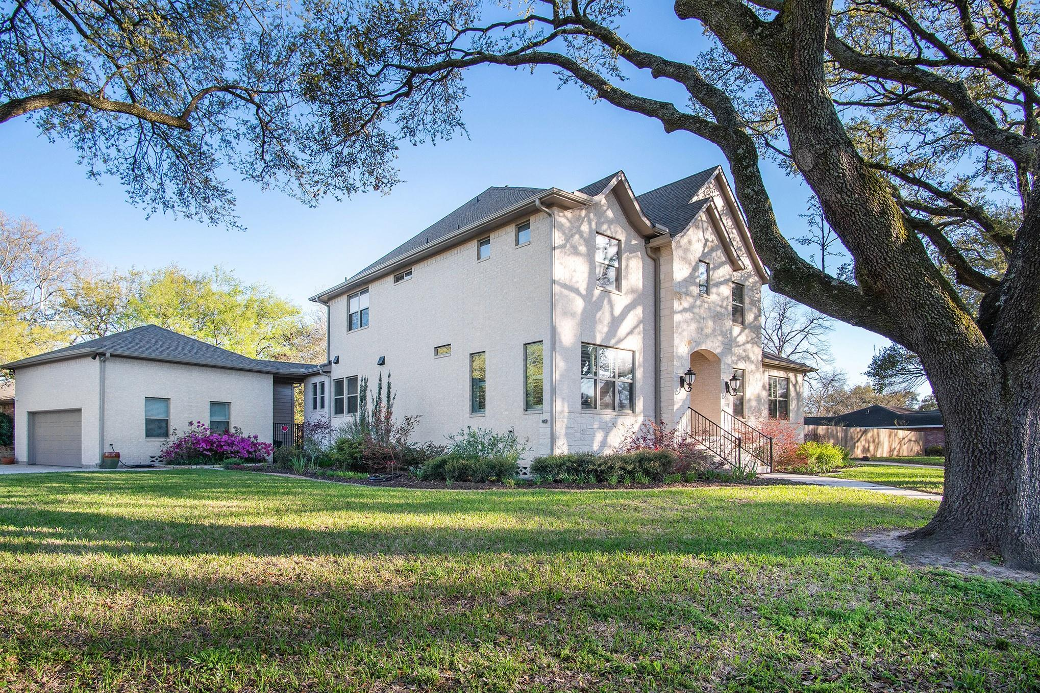 10303 Cliffwood Drive Property Photo - Houston, TX real estate listing