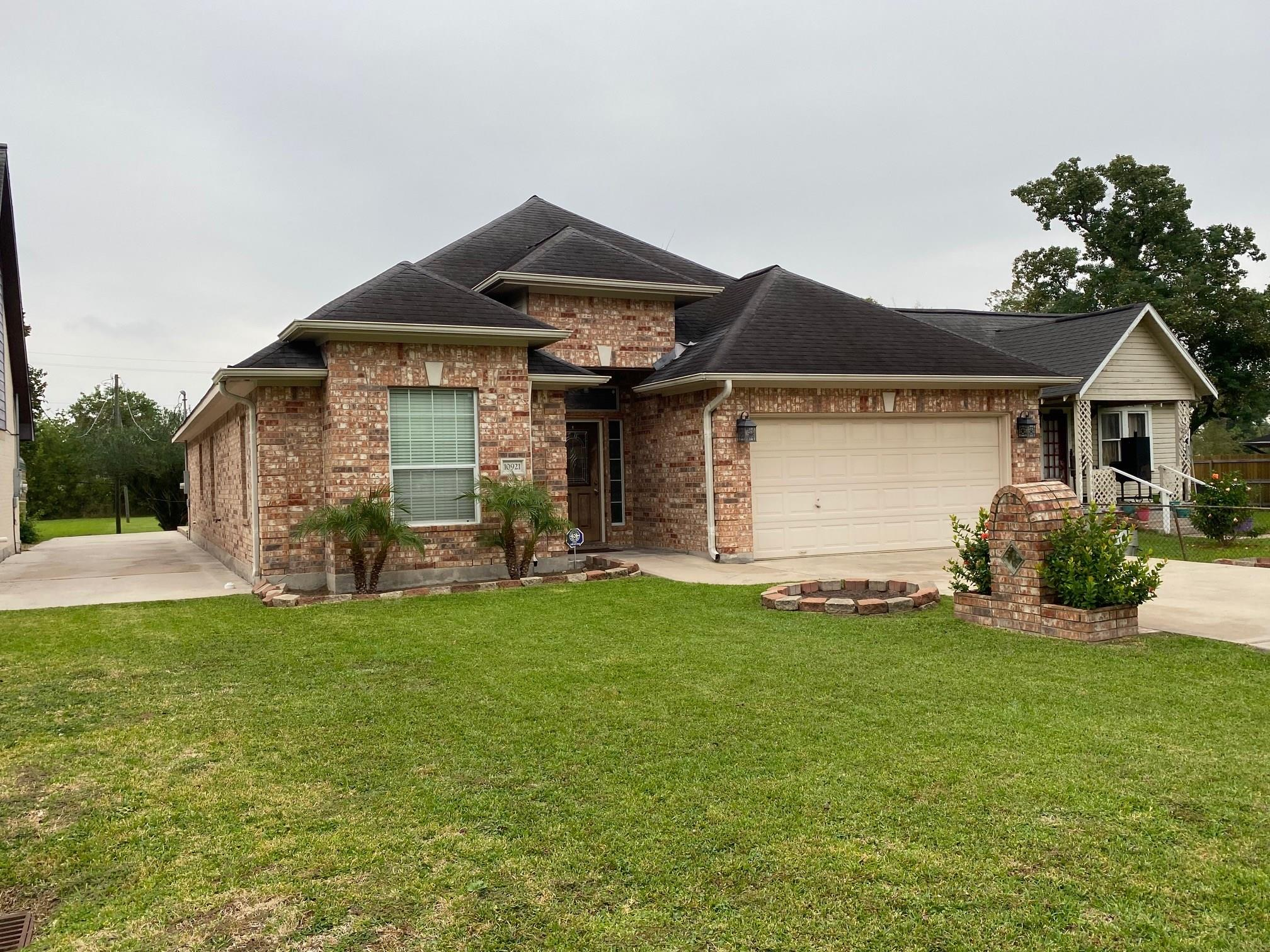 10921 Munn Street Property Photo - Jacinto City, TX real estate listing