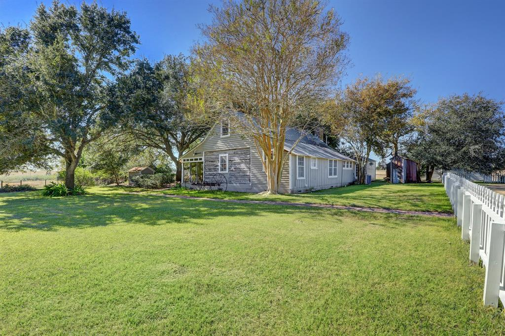 1537 Kramr Road Property Photo - Fayetteville, TX real estate listing