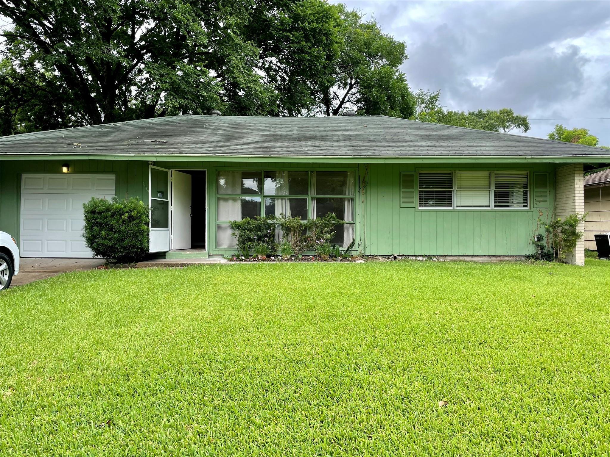 8619 Anacortes Street Property Photo