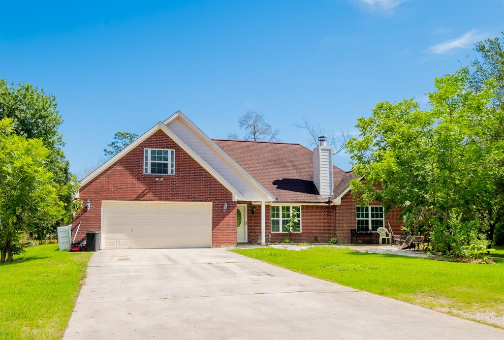 1173 County Road 2050 Property Photo - Hull, TX real estate listing