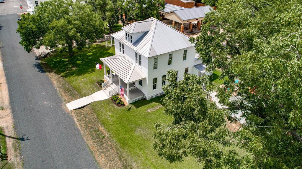 209 N Live Oak Street Property Photo - Fayetteville, TX real estate listing