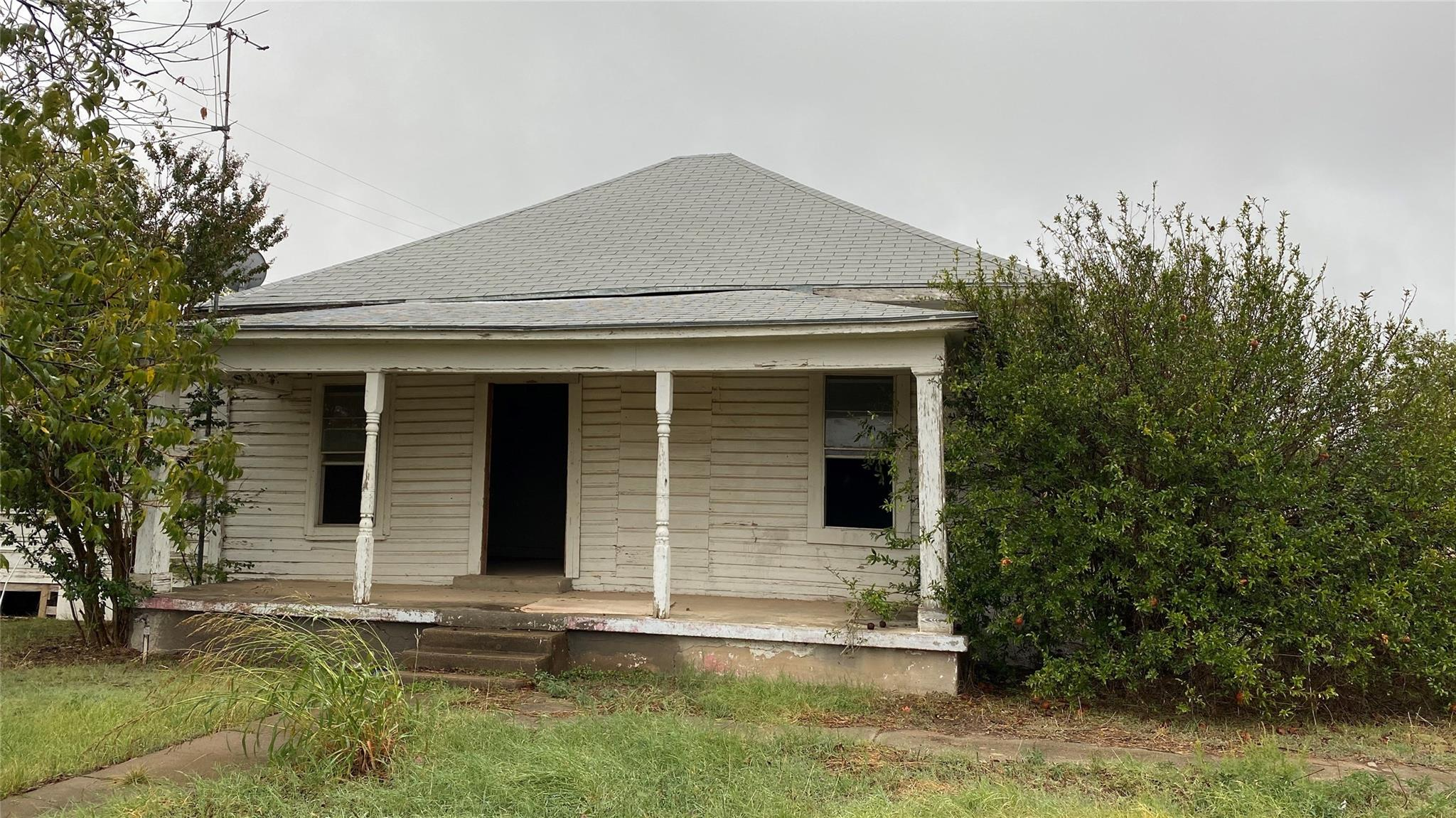 1101 N Blanco Street Property Photo - Coleman, TX real estate listing