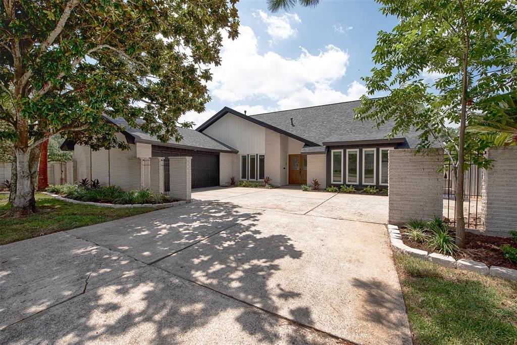 18246 Nassau Bay Drive Property Photo - Nassau Bay, TX real estate listing