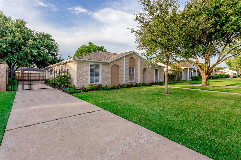 11730 Brighton Lane, Meadows Place, TX 77477 - Meadows Place, TX real estate listing