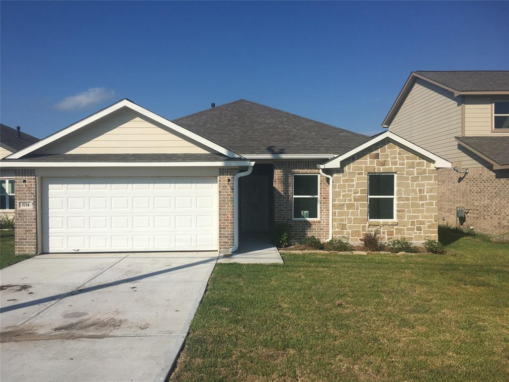 1714 Avenue J Property Photo - Danbury, TX real estate listing