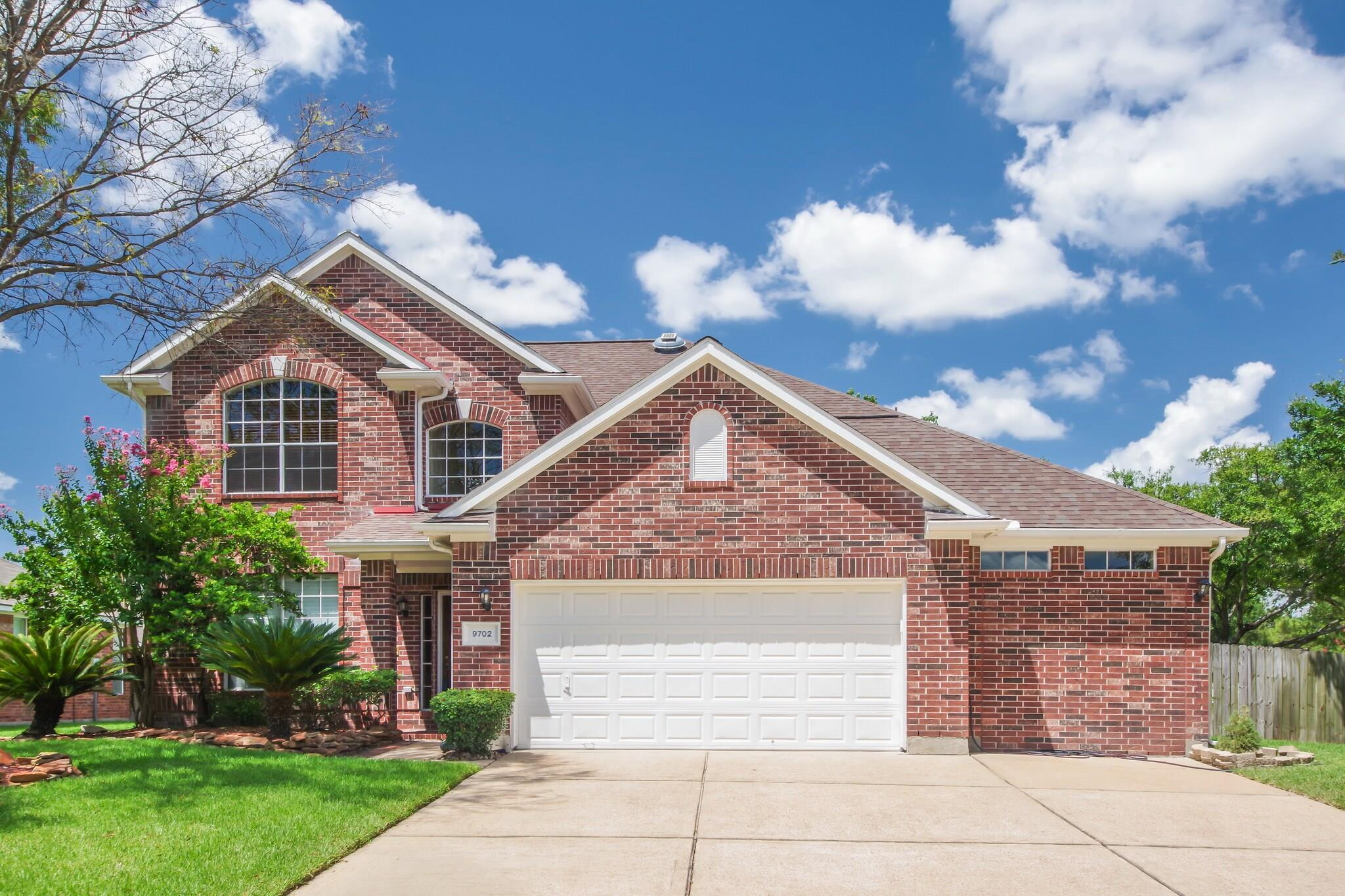 9702 Big Willow Lane Property Photo - Houston, TX real estate listing