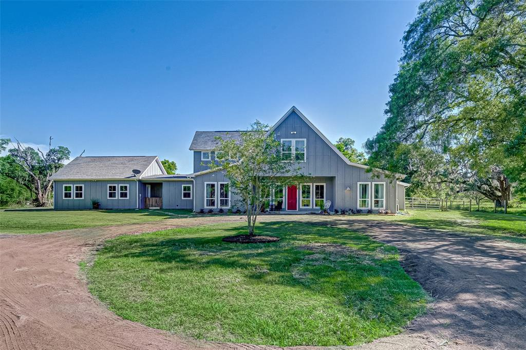 21445 Lake View Road Property Photo - Damon, TX real estate listing