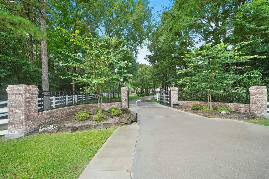 11121 Lake Forest Drive Property Photo - Conroe, TX real estate listing
