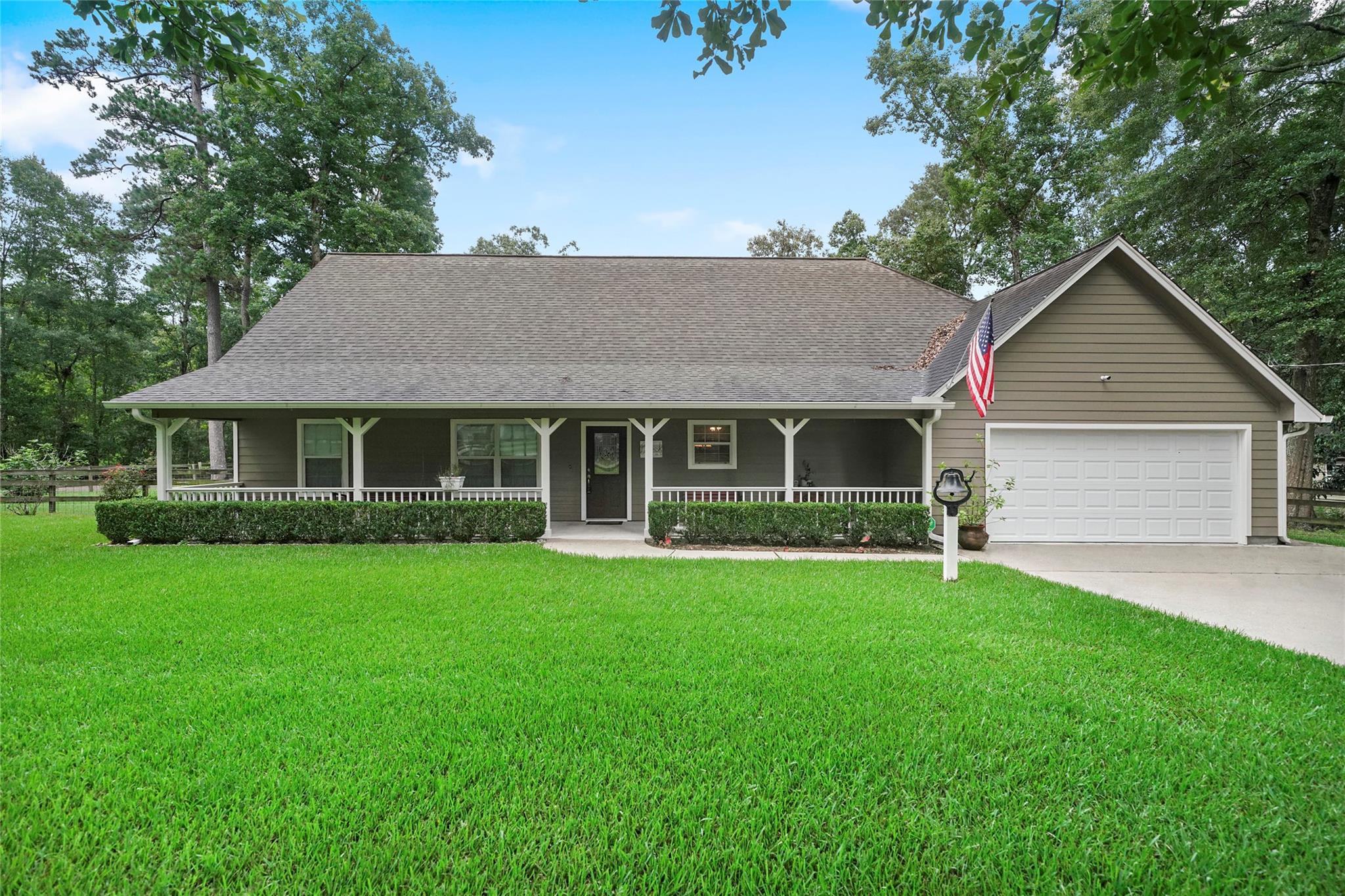 10947 N Woods Property Photo 1