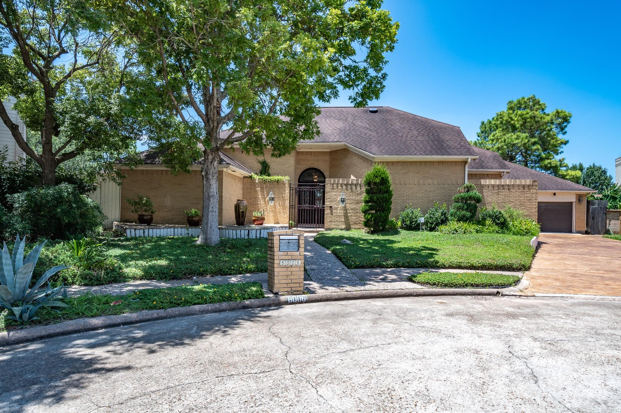 8006 Harbor Point Drive Property Photo - Houston, TX real estate listing