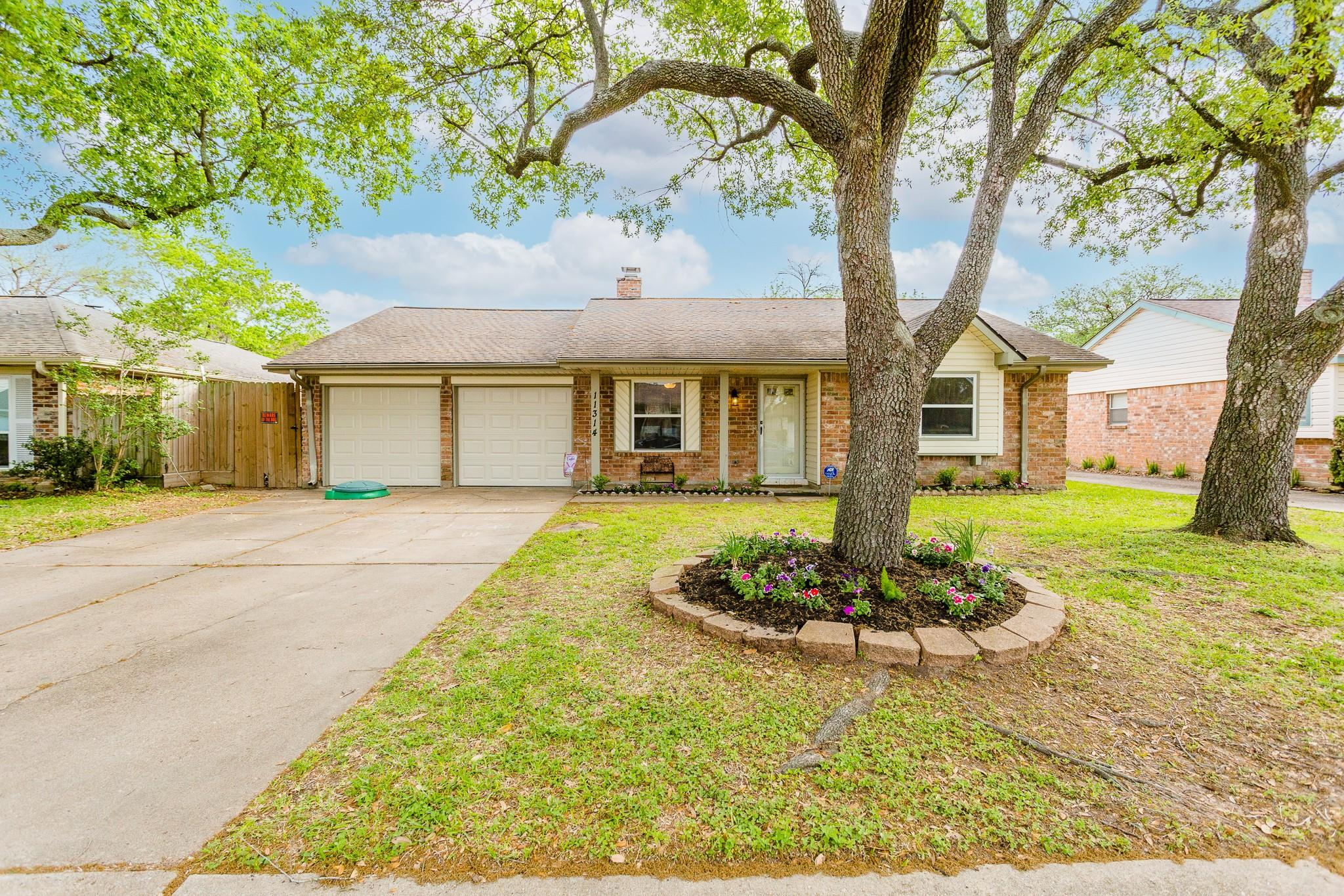 11314 Brighton Lane Property Photo - Meadows Place, TX real estate listing