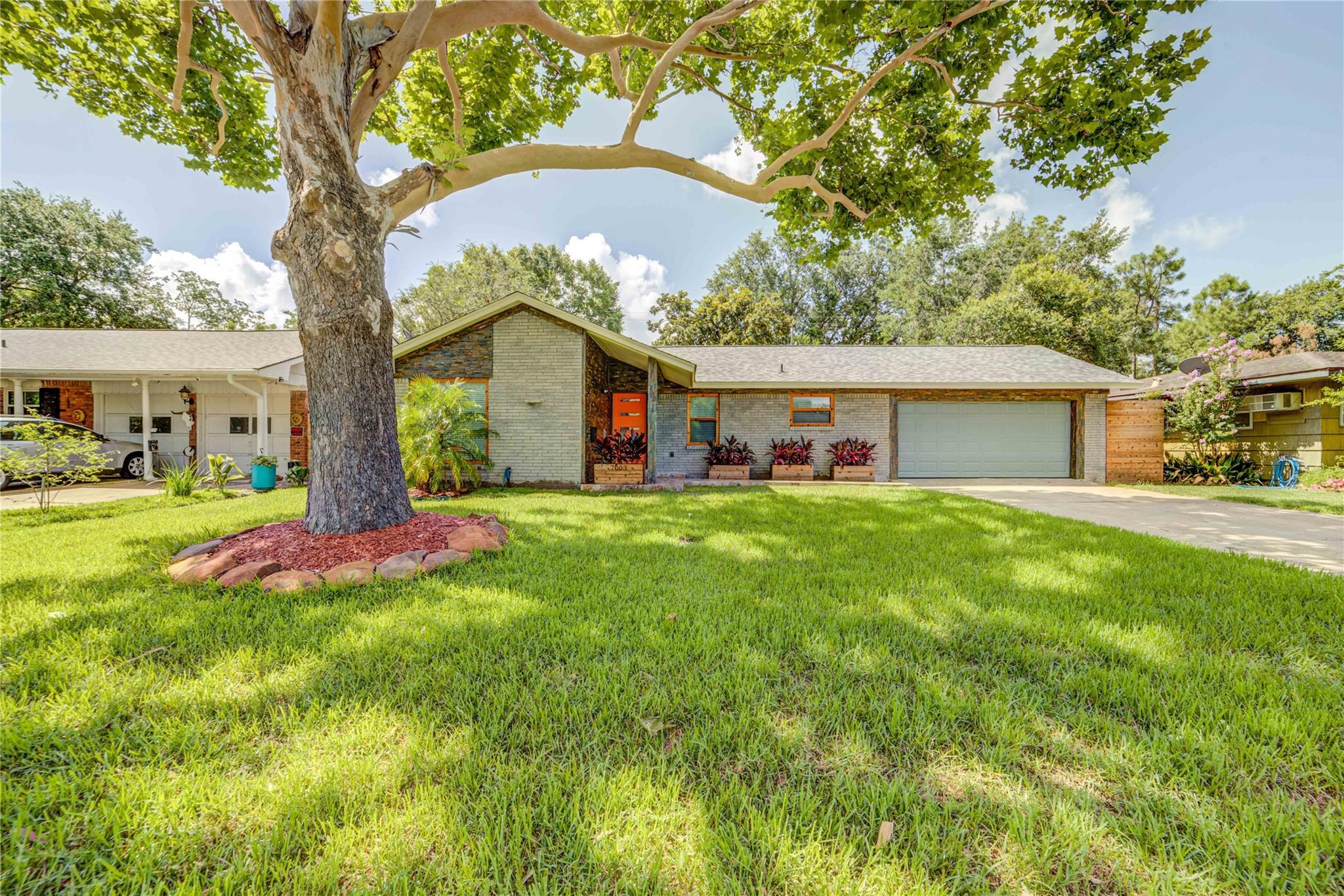 7003 Edgemoor Drive Property Photo