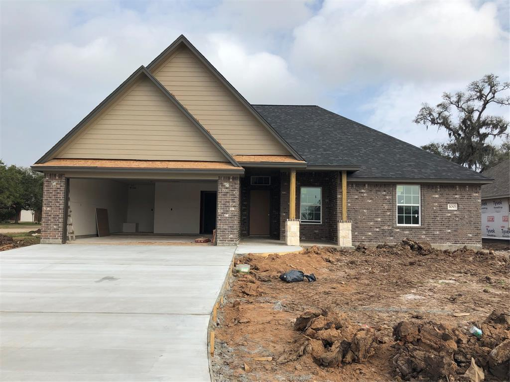 100 Freedom, Clute, TX 77531 - Clute, TX real estate listing