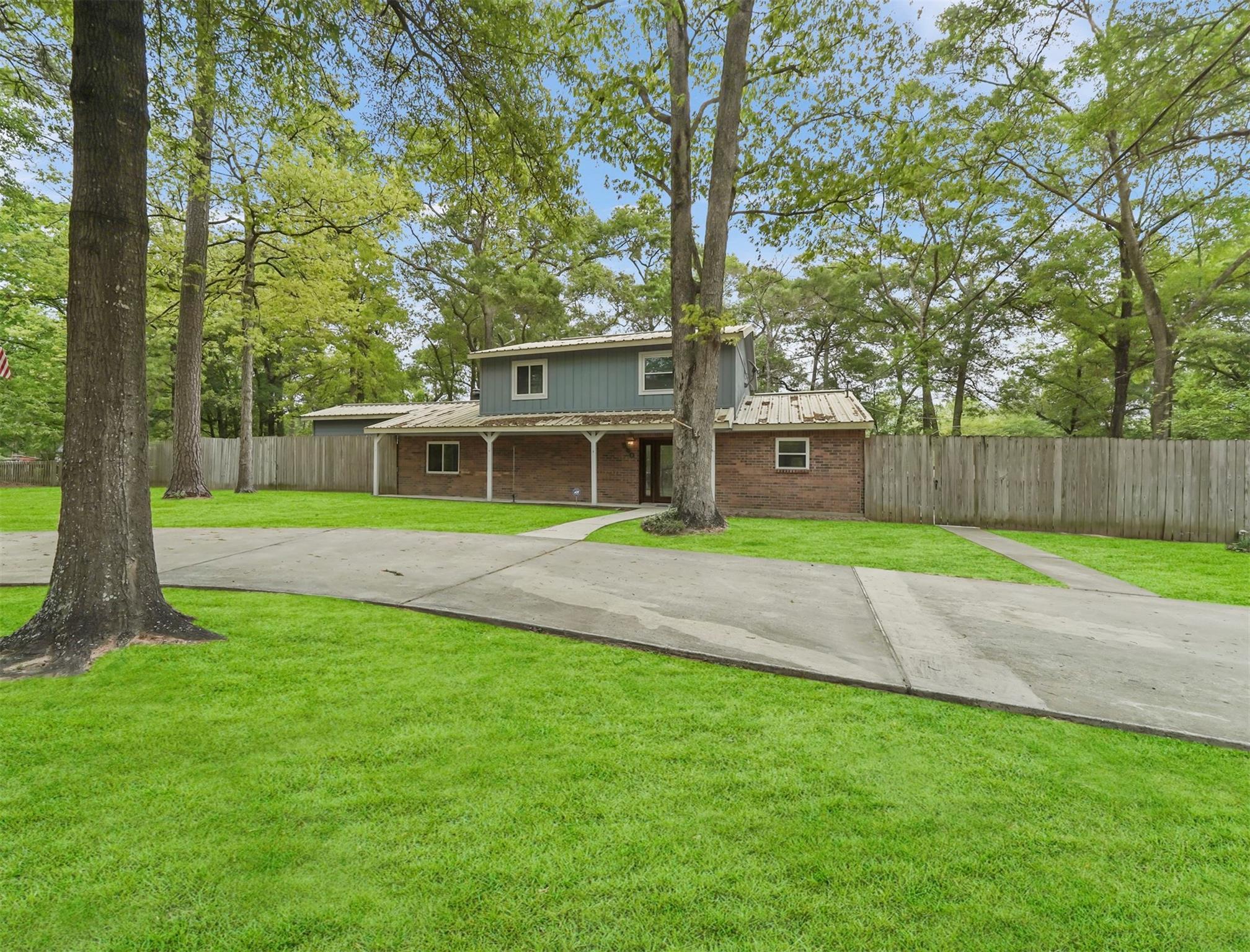580 Woodridge Drive Property Photo 1