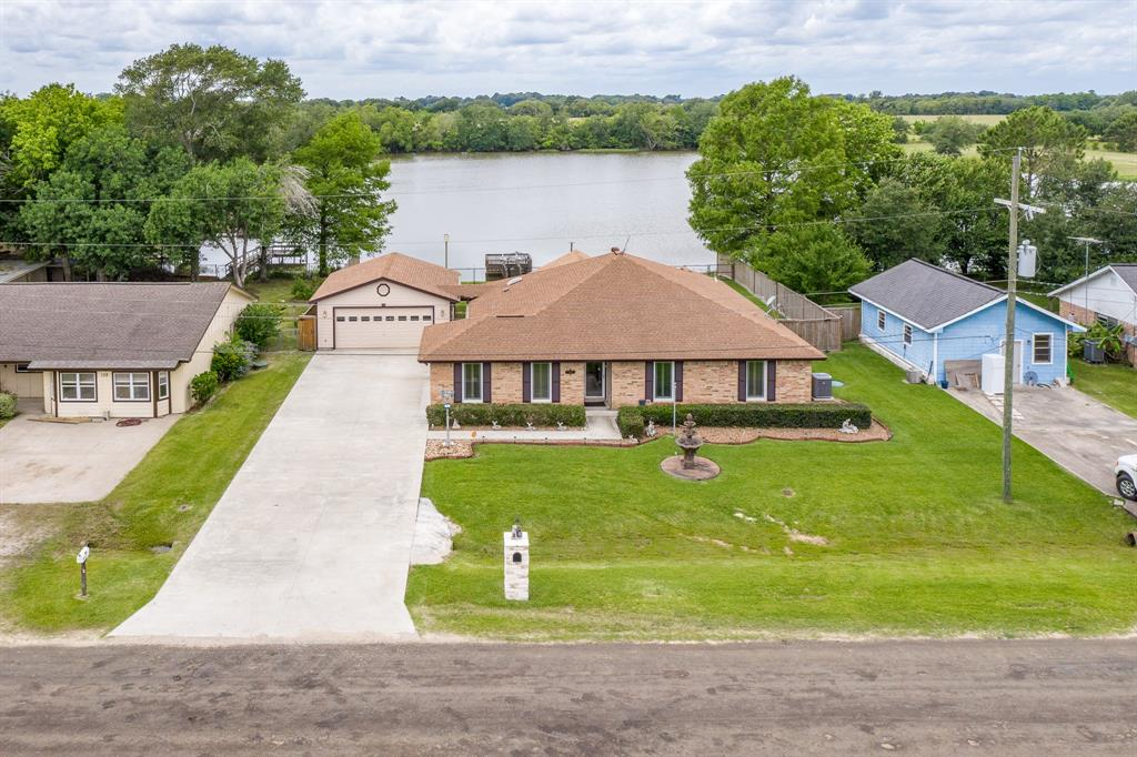 134 N Lake Drive Property Photo - Winnie, TX real estate listing