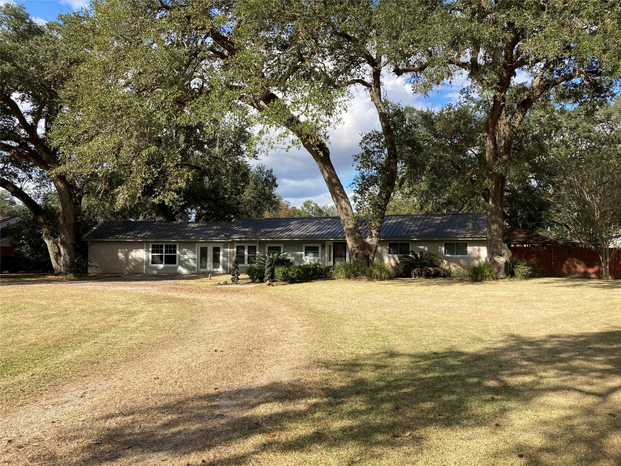 110 Jay Street Property Photo - Boling, TX real estate listing