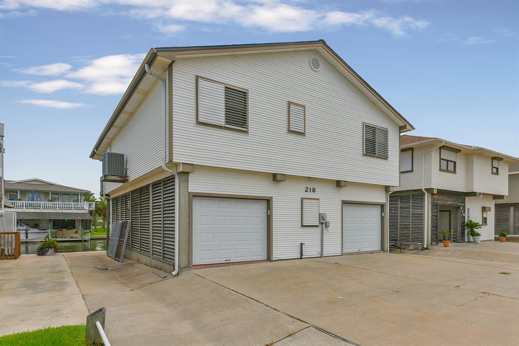 218 Bora Bora Drive Property Photo - Tiki Island, TX real estate listing