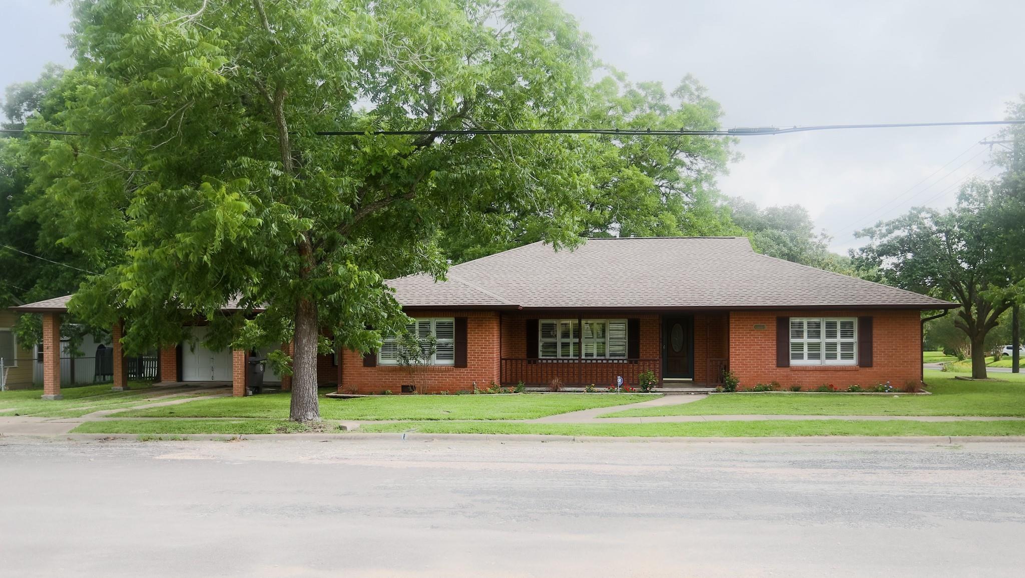 501 Baumgarten Street Property Photo