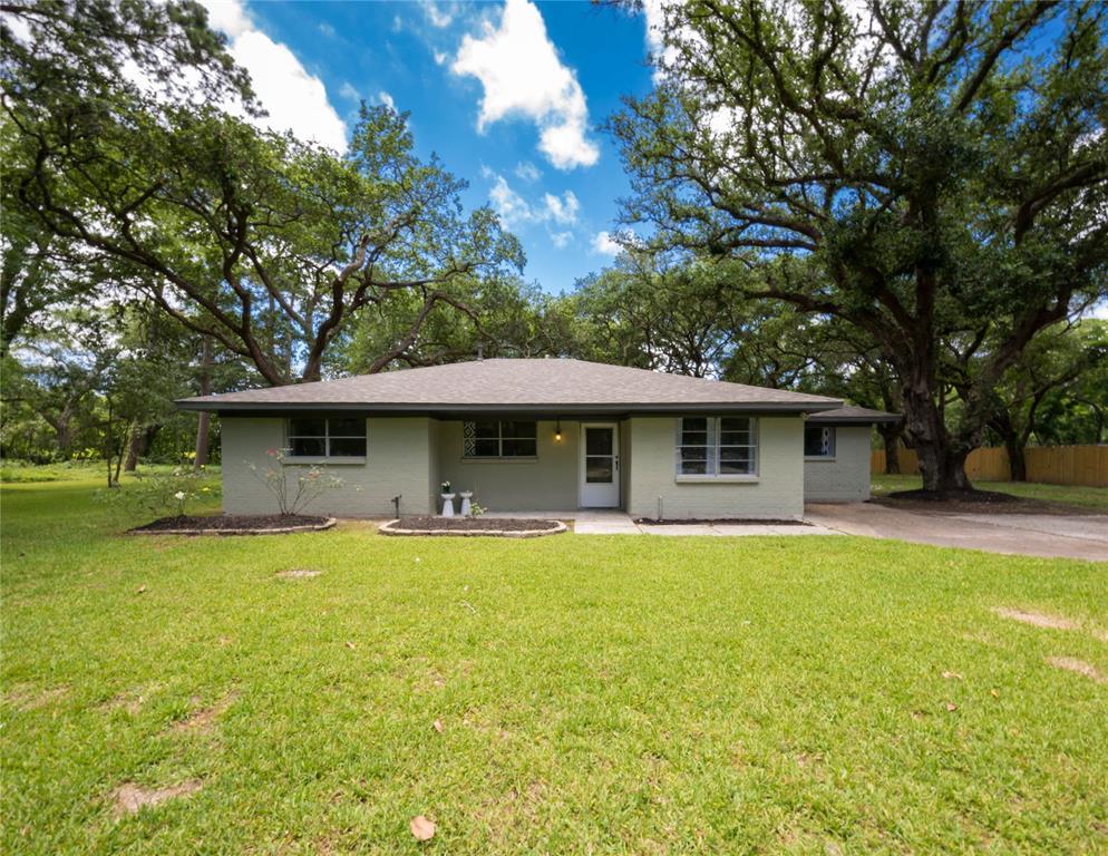 2402 Duroux Road Property Photo - La Marque, TX real estate listing
