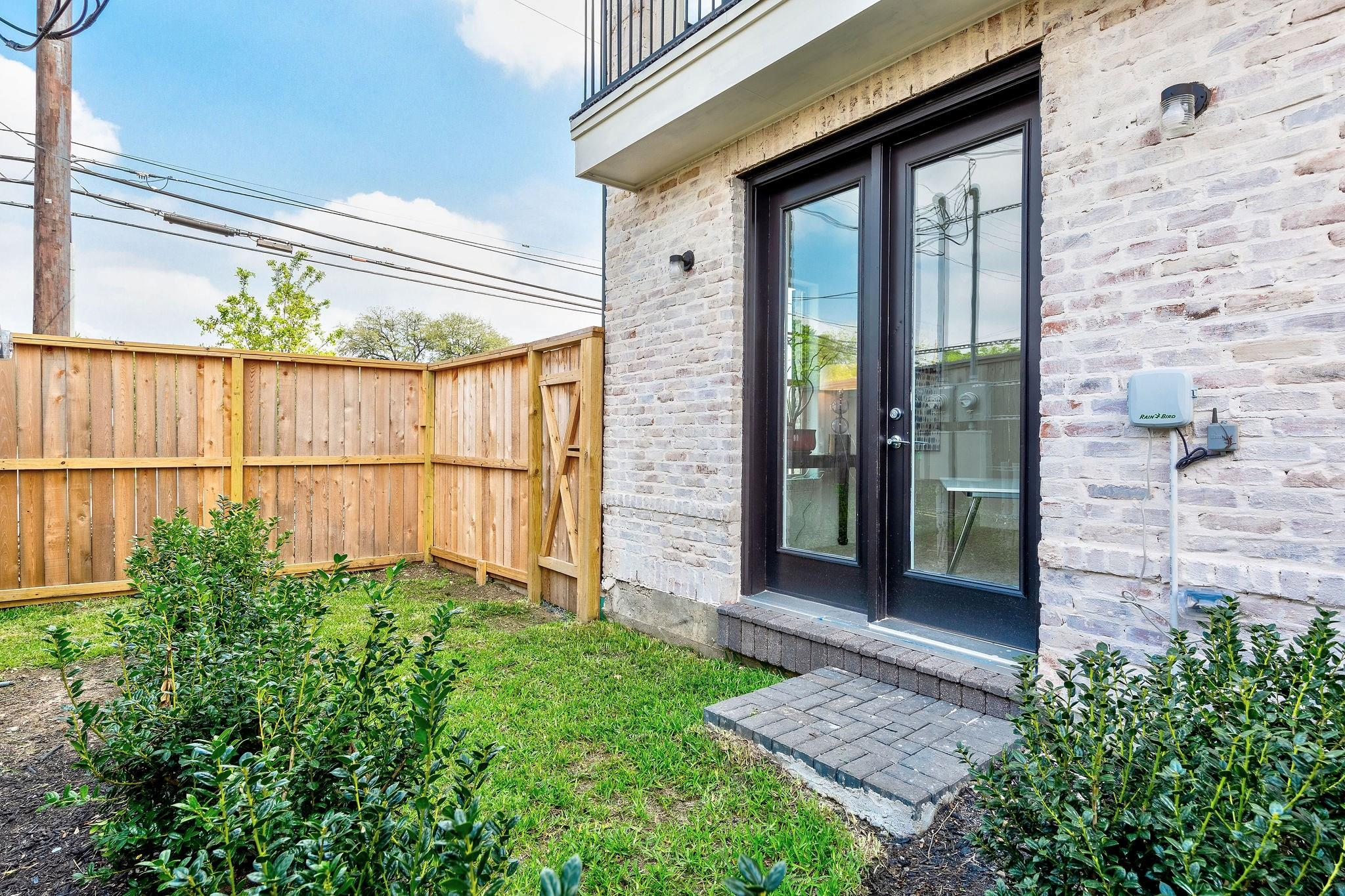 4005 University Grove Street Property Photo