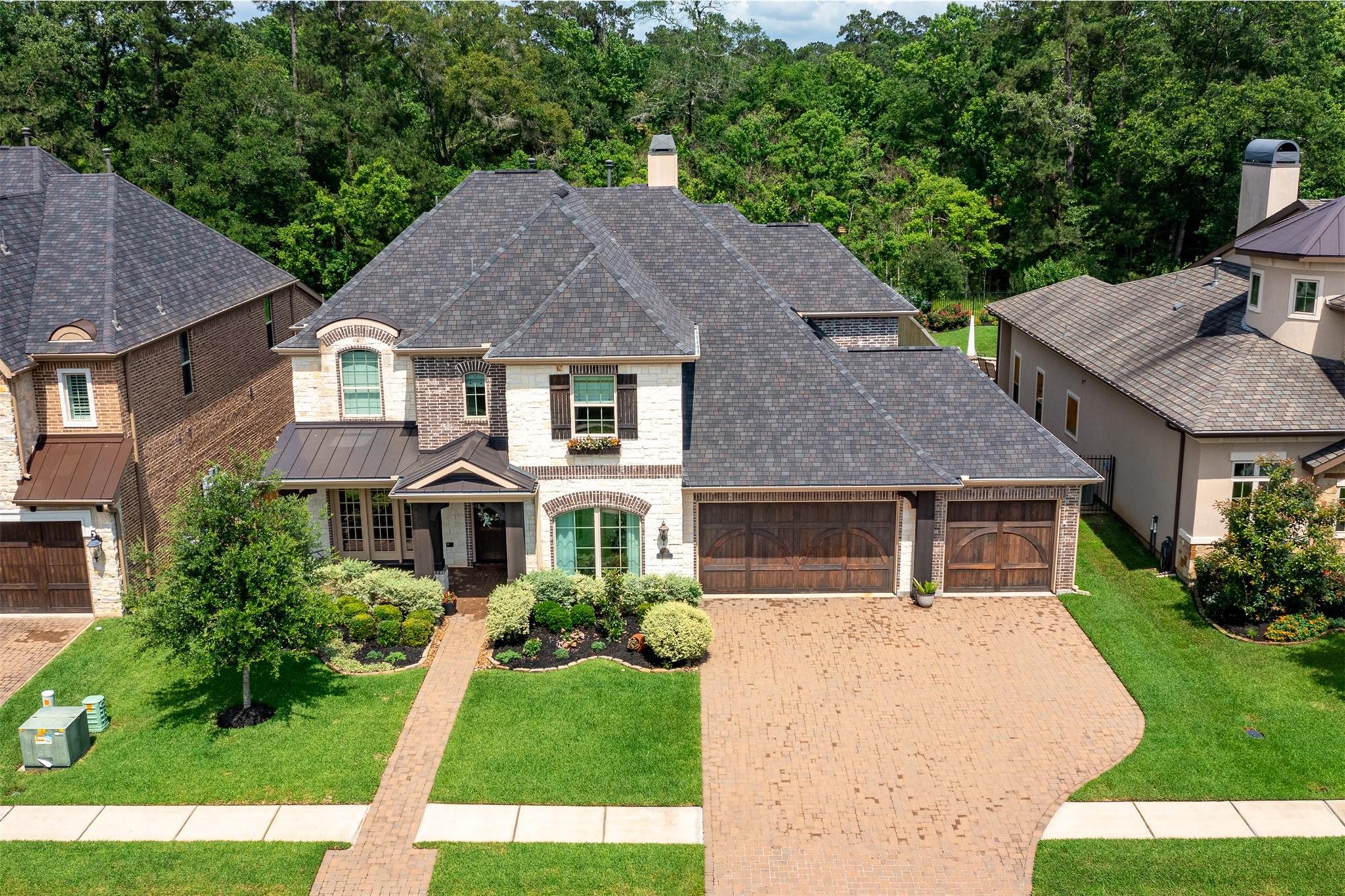1015 Oakshire Lane Property Photo 1