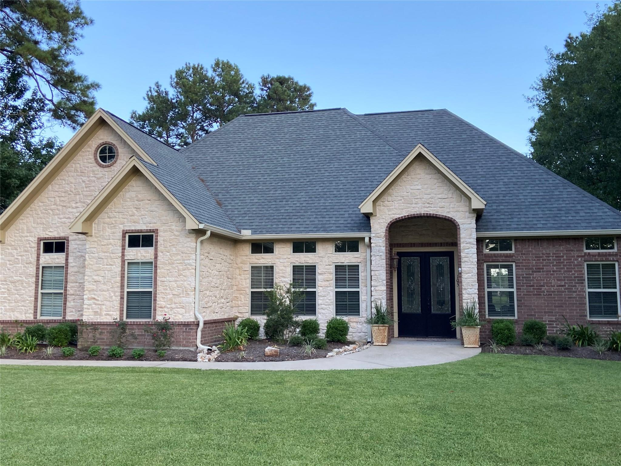 Village Mills Real Estate Listings Main Image
