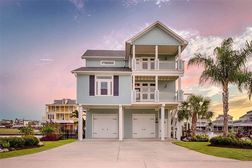 1619 Windsong Way Property Photo - Tiki Island, TX real estate listing