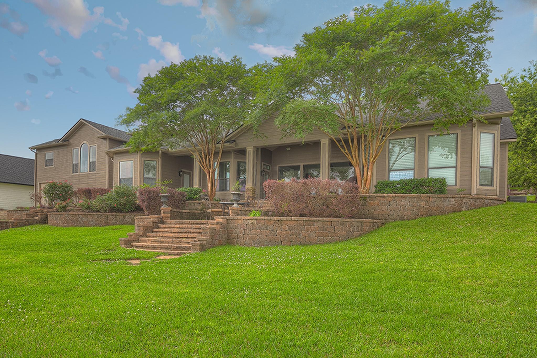 30 Lakeway Drive Property Photo