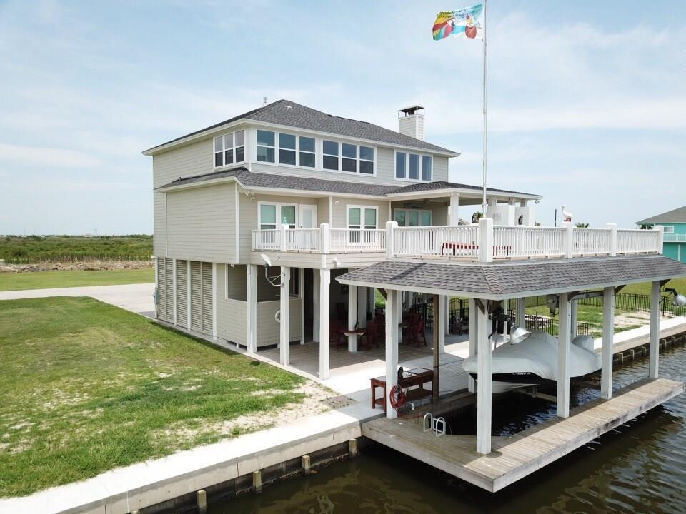 1129 Lagoon Drive Property Photo - Crystal Beach, TX real estate listing